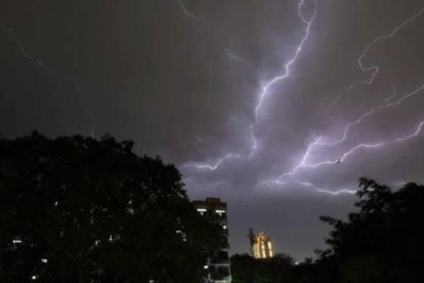 رگبار و رعدوبرق درخراسان جنوبی ادامه دارد، احتمال جاری شدن روان آب