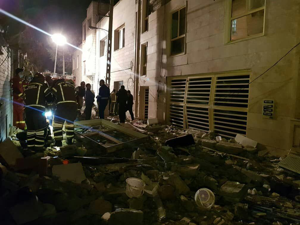 انفجار شدید در ساختمان 4 طبقه در خیابان چشمه علی