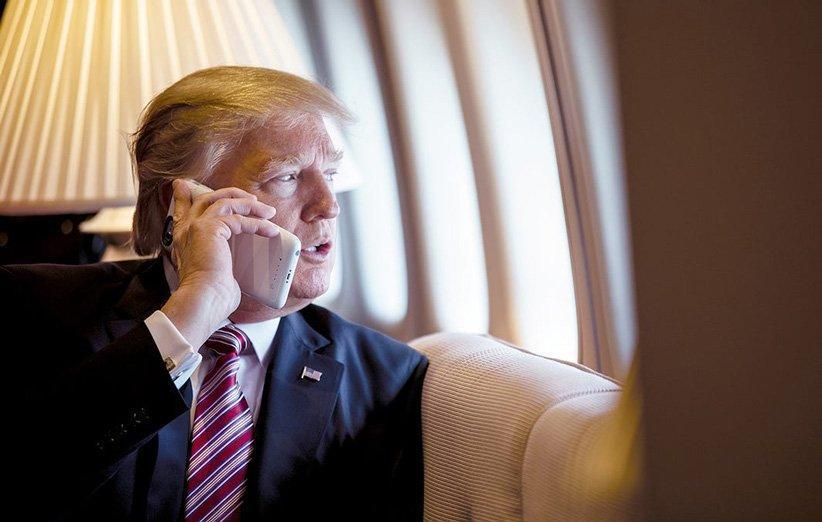 دونالد ترامپ با وجود هشدارهای امنیتی همچنان از گوشی های ناامن استفاده می نماید