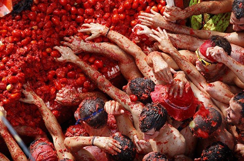 توماتینا -جشنواره مبارزه با گوجه فرنگی -اسپانیا