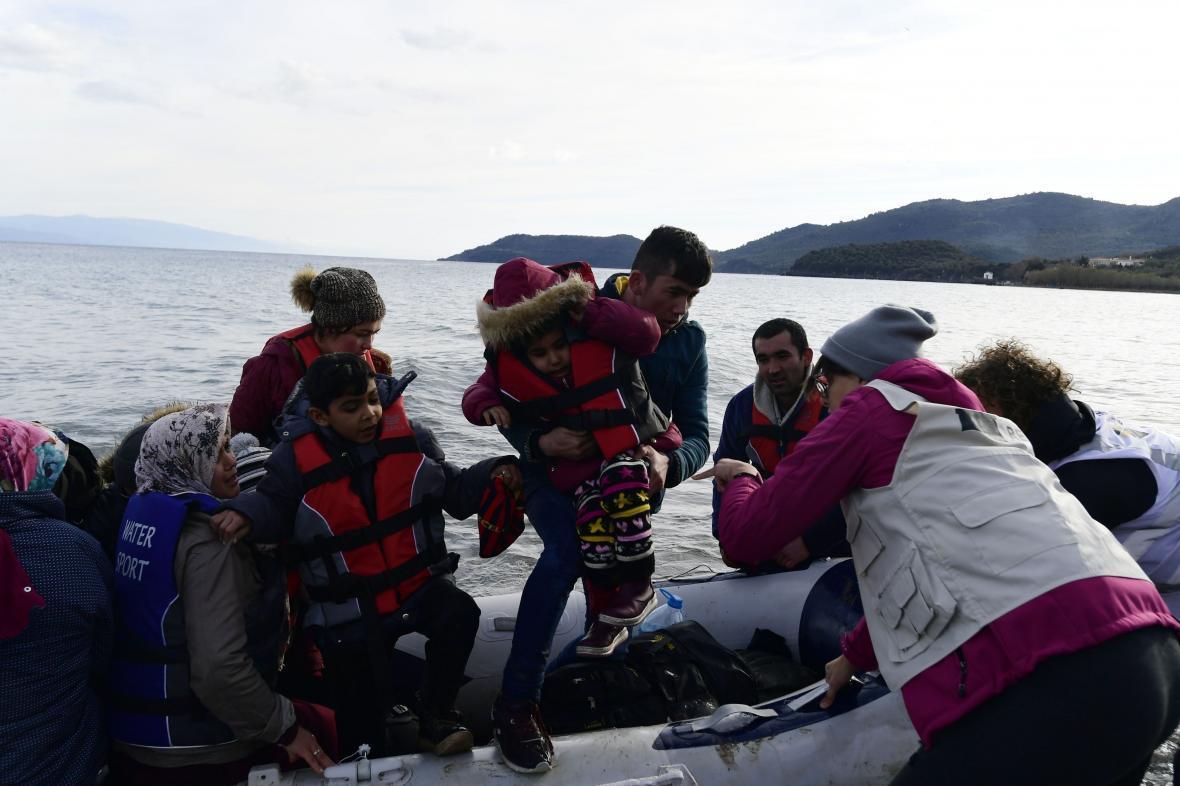 یونان منکر شلیک مستقیم به سوی مهاجران سوری شد