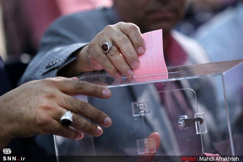 بررسی ادوار مجلس نشان داده که لیست های انتخاباتی به دور از بصیرت نوشته می شود