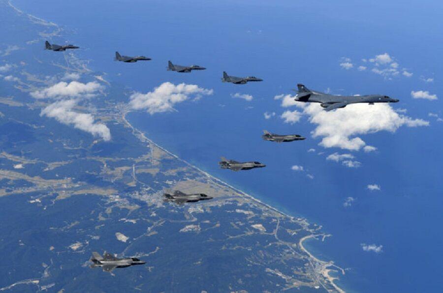 رزمایش چین در تنگه تایوان و اعزام بمب افکن های اتمی آمریکا