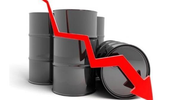 کاهش قیمت نفت با افت تقاضا در دنیا